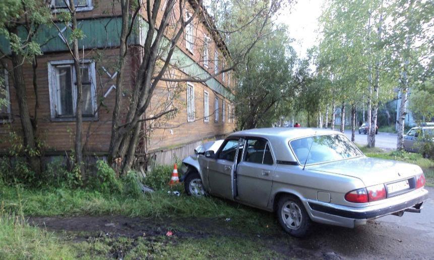 ВАрхангельске пьяный водитель врезался вжилой дом