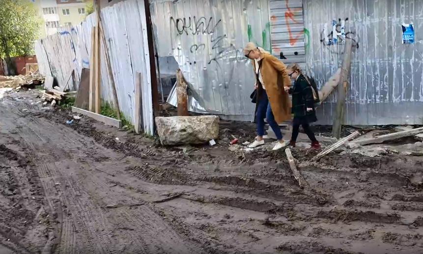 Труднодоступное образование: вАрхангельске дети ходят вшколу погрязи, жидкому цементу икривым доскам