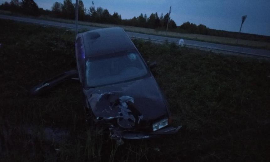 ВКотласском районе водитель BMW насмерть сбил мужчину, толкавшего сломанный автомобиль