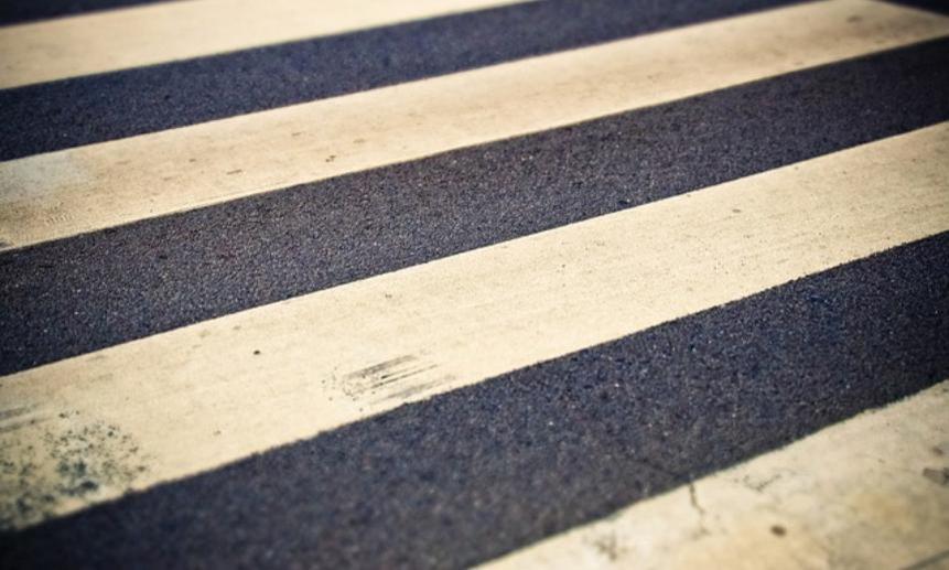 ВСеверодвинске водитель «легковушки» на«зебре» сбил женщину сдвумя детьми