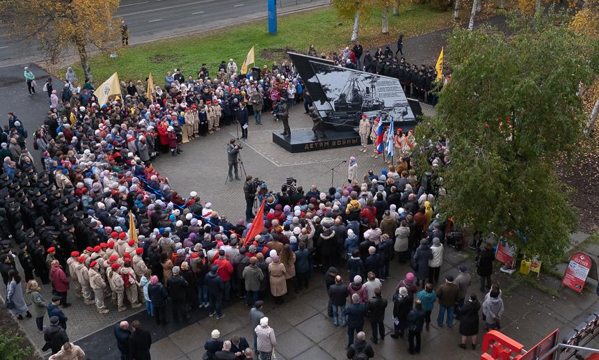 «Онродился извоспоминаний»: вАрхангельске открыли памятник детям войны