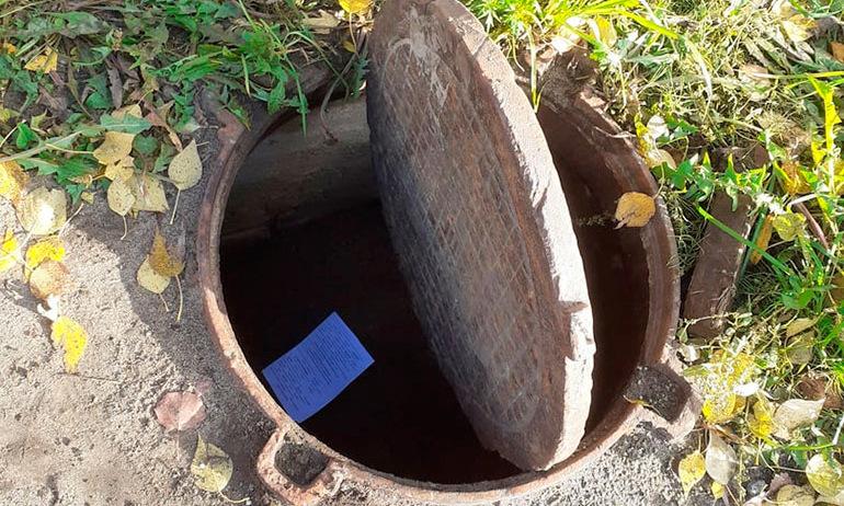 В Северодвинске ребёнок провалился в открытый канализационный люк