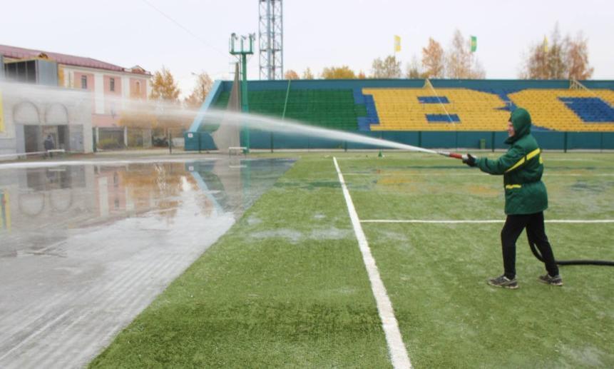 Настадионе «Труд» вАрхангельске начали намораживать лёд