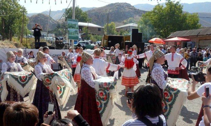 Северный хор выступил напразднике урожая вармянском селе Арени