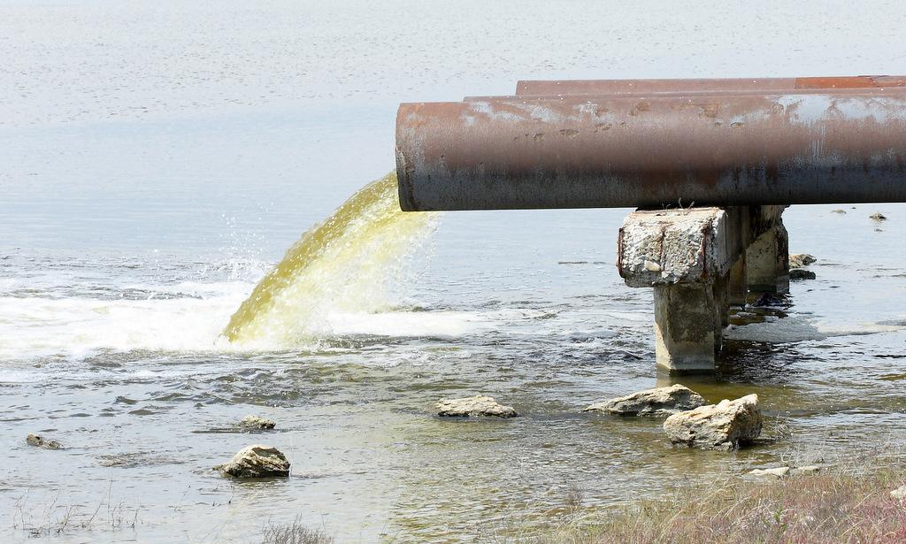 Суд признал незаконными сбросы сточных вод компании «РВК-центр» вСеверную Двину